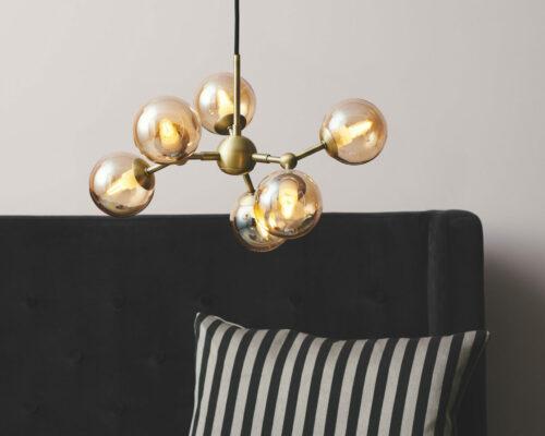 736560-Atom-chandelier-Ø45-amber_LIFESTYLE